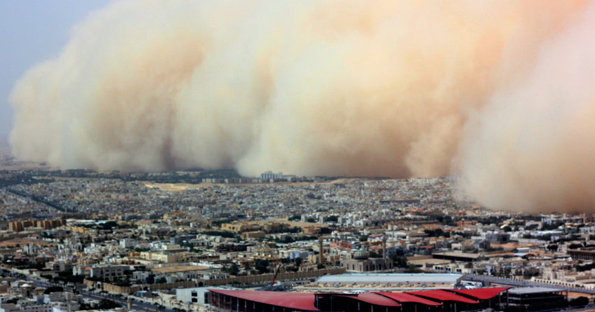 A massive sandstorm engulfs Riyadh, the capital of Saudi Arabia, on March 10, 2009. (Courtesy Associated Press)